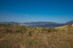 Kossos: Im Nordosten Griechenlands hat ABO Wind 2019 den mit sieben Megawatt bislang leistungsstärksten Solarpark des Unternehmens errichtet. Ein weiterer, noch deutlich größerer griechischer Solarpark ist gerade im Bau.<br /> © ABO Wind AG