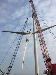 Mit den neuen Rotorblattklemmen  kann die Deutsche Windtechnik den Rotorstern beim Großkomponentenwechsel noch einfacher und sicherer (de)montieren.<br /> © Eltronic Wind Solutions
