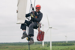 Inspection as part of technical due diligence<br /> © Siedentorp / Radiusmedia / Deutsche WindGuard