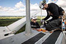 Deutsche Windtechnik Servicemitarbeiter verbauen eine BNK-BOX.<br /> © Deutsche Windtechnik AG