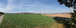 Der neu errichtete Windpark in Angesicht des Atomkraftwerkes<br /> © Christian Nowack
