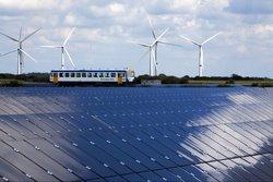 Energie aus Wind und Sonne soll in den Triebwagen.<br /> © Birresborn