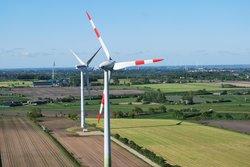 Abstand zwischen Windkraftanlagen und Häusern - Streitpunkt und Gegenstand von Schallmessungen<br /> © EE.SH