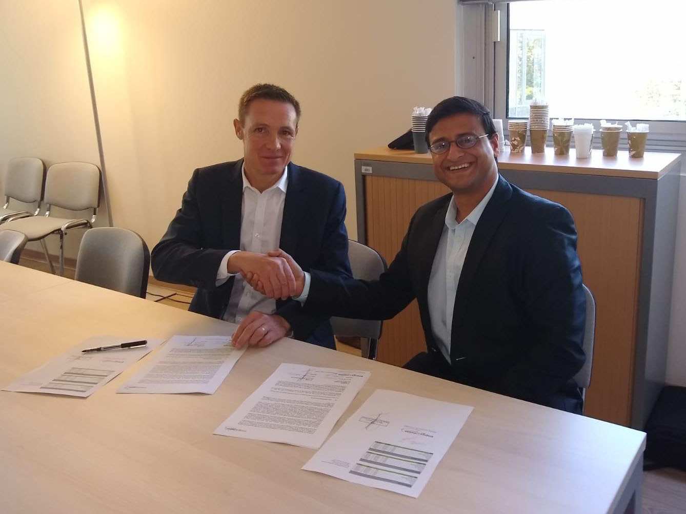 A gauche: Remi Perrin, Assistant Director of the Energy Department, CNR / à droite: Dr. Varun Gaur,  Deputy General Manager (Business Development & Partnerships), energy & meteo systems<br /> © energy & meteo systems GmbH