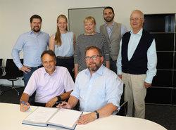 Unterzeichnen des Service-Vertrages am 09.08.2018<br /> © Stadtwerke Lingen GmbH, Öffentlichkeitsabteilung