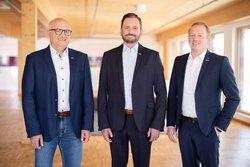 (V.l.n.r.) Christian Arnold, Björn Broda und Jörg Blumenberg übernehmen die Leitung der Geschäftsbereiche Projektentwicklung und Betriebsführung bei juwi<br /> © juwi AG