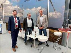 Vertragsunterzeichnung für ein weiteres BNK Parasol System auf der HusumWind 2021<br /> © Parasol GmbH & Co.KG