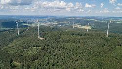 Der Windpark Buchenau mit zehn Enercon E-115-Anlagen mit je drei MW Leistung<br /> © Buchenau Wind GmbH & Co KG, Luca Heil