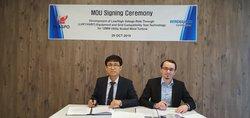 Oh Jung. Kwon, CEO von Plaspo Co. Ltd und Damian Slowinski, Leiter des Prüflabors bei WindGuard Certification GmbH, bei der Unterzeichnung des MoU<br /> © WindGuard Certification GmbH