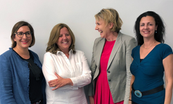 Das Präsidium und Schirmherrin von Women of Wind Energy e.V.: von rechts, Elke Hanel, Dr. Simone Peter, Marie-Louise Bornemann, Simone Thomas<br /> © Women of Wind Energy Deutschland e.V