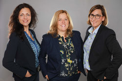 Das Präsidium von Women of Wind Energy e.V.: von links, Elke Hanel, Maire-Louise Bornemann, Simone Thomas<br /> © Women of Wind Energy Deutschland e.V.